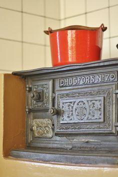 Wood stove and Sarpaneva pot
