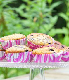 Hämmentäjä: Light and healthy blueberry poppy seed muffins. Kevyet ja mehevät mustikka-unikonsiemenmuffinssit Tart, Muffin, Cupcakes, Breakfast, Simple, Food, Gourmet, Morning Coffee, Cupcake Cakes
