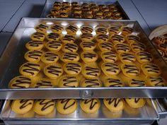 """Perdana bikin bolu kering nih bun ? lagi hamil Tapi bawaannya pengen ke dapur terus. Jadi bikin yang gampang"""" aja. Lumayan bun bisa di bagikan ke saudara ? Ini resepnya bun Telur 500gr Gula 500gr Minyak 500ml Tepung 550gr Sp 1sdt Vanili Susu dancow 1 saset Mix kecepatan tinggi telur sp gula sampai kental putih … Biscotti Cookies, Cake Cookies, Bolu Cake, Cake Oven, Resep Cake, Gluten Free Muffins, Mocca, Egg Rolls, Gingerbread Cookies"""