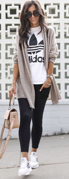 The post Damen graue Strickjacke. 2019 appeared first on Outfit Diy. Fashion Mode, Look Fashion, Trendy Fashion, Womens Fashion, Sport Fashion, Fashion Black, Ad Fashion, Ladies Fashion, Winter Fashion