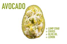 Trozos de carne de cangrejo   cebollín   aceite de oliva   limón: | 17 aderezos de aguacate que cambiarán para siempre tus meriendas
