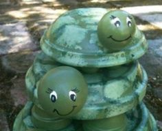 Terracotta Clay Pot Turtles are an easy craft you will love and we show you how to make them with an easy to follow video tutorial. Watch now.