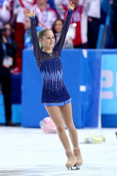 Yulia Lipnitskaya of Russia waves to the crowd after competing in the Figure Skating Team Ladies Short Program. Figure Skating Quotes, Figure Skating Costumes, Yulia Lipnitskaya, Ice Girls, Team Events, Medvedeva, Ice Skaters, Sport Gymnastics, Skate Wear