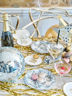 Throw an epic disco party with these shimmering foil disco ball party plates! Theyre cake-sized, which makes them perfec Disco Theme Parties, Disco Party Decorations, Disco Birthday Party, Retro Birthday, Kids Party Themes, Party Ideas, Nye Party, 17th Birthday, Fancy Party