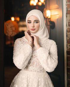 Hijabi Wedding, Wedding Hijab Styles, Muslimah Wedding Dress, Muslim Wedding Dresses, Muslim Brides, Hijab Dress Party, Hijab Style Dress, Hijab Evening Dress, Bridal Outfits