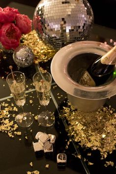 Champage & Disco Balls | New Year's Eve Party with Kate Spade | Camille Styles #barcart #cocktails #beveragecenter #party #cocktail #cocktailrecipe  #vintagebarcart #servercart #barware #newyearseve #reception #newyearparty #newyear #birthdayparty #christmasparty