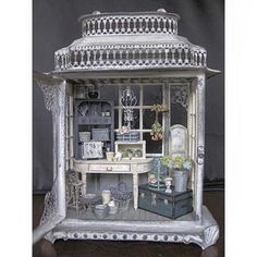 Just given me an idea of what beautiful miniatures you could create in a jewellery box! Just given me an idea of what beautiful miniatures you could create in a jewellery box! Vitrine Miniature, Miniature Rooms, Miniature Crafts, Miniature Houses, Miniature Furniture, Doll Furniture, Dollhouse Furniture, Clay Houses, Diy Dollhouse