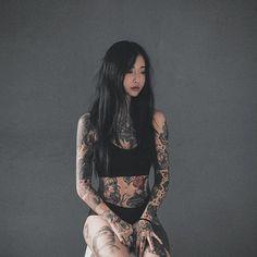 """안리나 trên Instagram: """"- 20대 중반을 살고있는 평범한 엄마의 모습. 나는 그냥 보통의 사람이다. #me"""" Asian Tattoos, Sexy Tattoos, Body Art Tattoos, Girl Tattoos, Asian Tattoo Girl, Tatoos, Tattoed Girls, Inked Girls, Tattoed Women"""