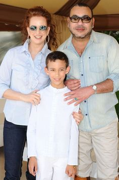 Morocco's beautiful red-haired Princess Lalla Salma together with her husband King Mohammed VI and their son Crown Prince Moulay Hassan at the Royal Palace in Rabat. The couple also has a girl - Princess Lalla Khadija. Casablanca, Roi Mohamed 6, Saudi Princess, Lalla Salma, Prince Héritier, Prince Harry, Red Valentino Dress, Prince Charmant, African Royalty
