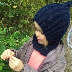 Kig ind på bloggen via direkte link og find en nem opskrift på den populære pixiehue #strikkeopskrift #garnhygge #pixiehue #fantasifabrikken_insta Knitting For Kids, Baby Knitting Patterns, Hue, Crochet Baby, Knit Crochet, Chrochet, Pixie, Free Pattern, Diy And Crafts