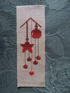 Cross Stitch Christmas Ornaments, Xmas Cross Stitch, Cross Stitch Bookmarks, Cross Stitch Cards, Cross Stitch Borders, Simple Cross Stitch, Cross Stitch Alphabet, Cross Stitch Flowers, Christmas Cross