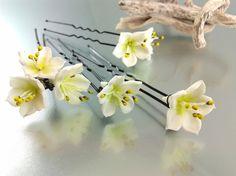 4 Epingles à cheveux garnies fleurs de prunus en porcelaine froide