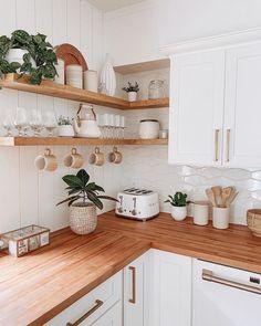 Home Decor Kitchen, Kitchen Interior, New Kitchen, Home Kitchens, Kitchen Dining, Open Shelf Kitchen, Skandi Kitchen, Kitchen Cabinets, Bohemian Kitchen Decor