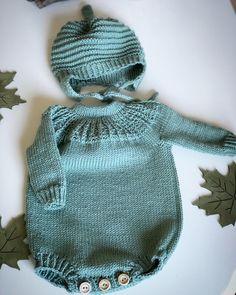 #patenstrikketbody & #nyfødtlua in #dalegarnlillelerke 8101 pattern from #tiddelibomstrikk 💚🌿🍃🌿💚 Baby Girl Patterns, Baby Knitting Patterns, Knitted Romper, Knitted Hats, Romper Pattern, Newborn Crochet, Leggings, Culottes, Baby Wearing
