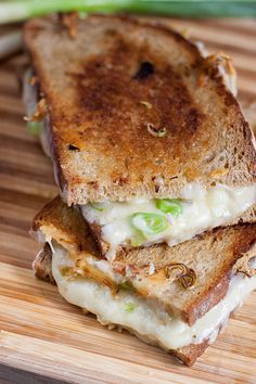 My favorite grilled cheese sandwich | Singly Scrumptious: Onion and cheddar