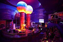 Discover World's Largest Air-Insulated Van de Graaff Generator in Boston, Massachusetts: The massive machine creates cracking displays of indoor lightning. Van De Graaff Generator, Boston Travel Guide, Boston Museums, City Pass, Science Museum, Science Park, Le Site, Site Web, Visualisation