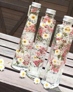 ハンドメイド・手作り・クラフトに役立つ情報満載のハンドメイドポータルサイト Diy Resin Art, Diy Resin Crafts, Diy And Crafts, Dried Flower Arrangements, Dried Flowers, Flower Bottle, How To Preserve Flowers, Flower Aesthetic, Diy Birthday