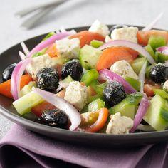 Découvrez la recette salade grecque, tomate, concombre, feta... sur cuisineactuelle.fr.