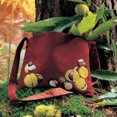 Une besace brodée de marrons / A shoulder bag embroidered with chestnuts