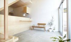 最近になって耳にすることが増えてきた「土間」空間。その魅力が再発見されたことで、古民家のような日本家屋に限らず現代の住宅においても豊かな生活空間のために取り入れられることが増えてきています。今回はそ、んな現代の住宅における土間の実例をご紹介したいと思います。