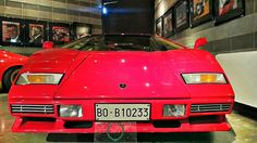 Twitter / @Melvin: This is a #Lamborghini Countach. It already looks powerful like a bull (their logo)