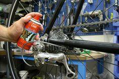 Lubricante de larga duración para cadenas y piezas móviles de #bicicletas 🚲 Protege contra la corrosión y el óxido. ¡Infórmate! ☎️ 954 184 986 - 954 760 550   #sevilla #ferreteria #ciclismo
