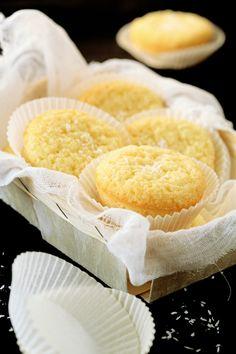 portuguese coconut muffins (queijadinhas de côco) Portuguese Desserts, Portuguese Food, Portuguese Recipes, Holiday Desserts, No Bake Desserts, Just Desserts, Dessert Recipes, Cooking Bread, Cooking Recipes