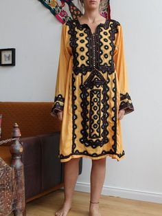Hand Embroidery Dress, Embroidery Stitches, Baby Girl Dresses, Bridal Dresses, Balochi Dress, Birthday Captions, Afghan Clothes, Bridal Dress Design, Pakistani Suits