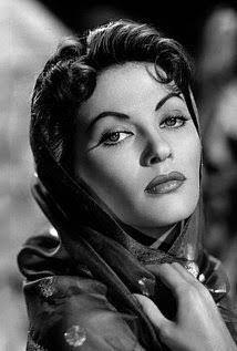 On a old portrait of the great actrees #YvonneDeCarlo !!!