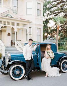 This Wedding Inspiration Is Dripping with Old Hollywood Glam ⋆ Ruffled Hochzeit Braut Auto Dekoration, Puppe nach Ihrem Wunsch Hollywood Glamour, Glamour Hollywoodien, Old Hollywood Wedding, Hollywood Style, Vintage Glamour, Gatsby Wedding, Wedding Car, Wedding Pics, Wedding Ideas