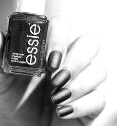 essie |tribal text-styles |nails |viva antigua kollektion |black matte about you |black and white photography |lackschwarz