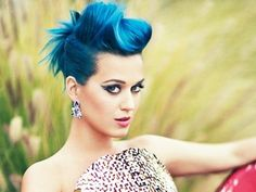 Katy Perry shows off her now-signature blue hair in the May issue of Teen Vogue Love Hair, Great Hair, Awesome Hair, Katy Perry Pictures, Non Blondes, Teen Vogue, Crazy Hair, Mi Long, New Hair