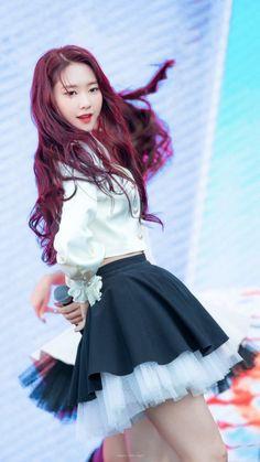 OH MY GIRL - Jiho South Korean Girls, Korean Girl Groups, Oh My Girl Jiho, Girls Twitter, G Friend, Beautiful Asian Girls, Sweet Girls, Pop Group, Kpop Girls