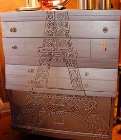 Eiffel Tower glitz, I love it!