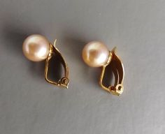 Peach glass pearl clip on earrings .. gold tone bridal prom jewellery