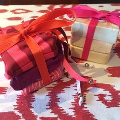 Special and lovely gift! Handmade soaps win a touch of love and creativity! / Un regalo divino y especial! Jabones artesanales con un toque de amor y creatividad!