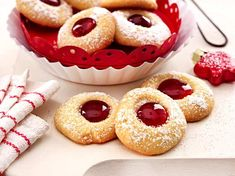Discover our quick and easy recipe for Shortbread with Cook Expert on Current Cuisine! Paleo Cookies, Cookie Desserts, Cupcake Cookies, Cookie Recipes, Dessert Recipes, German Christmas Cookies, Christmas Baking, Cata, Cakes And More
