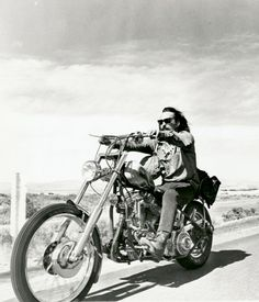 dennis hopper easy rider, natural born world shakers Vintage Motorcycles, Harley Davidson Motorcycles, Harley Bikes, Honda Motorcycles, Dennis Hopper Easy Rider, David Mann Art, Old School Chopper, Custom Bikes, Cool Bikes