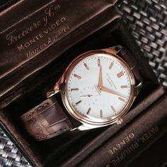 What a cool PP 2526 Rose Gold with 1st generation enamel dial signed Freccero. Also it comes with its original vintage PP Freccero butterfly box