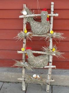 Easter is coming soon and what is nicer than decorating the house with homemade Easter decorations. You can of course buy decorative items in the shop Farm Crafts, Easter Crafts, Wood Crafts, Diy And Crafts, Crafts For Kids, Chicken Crafts, Diy Y Manualidades, Farm Party, Farm Theme