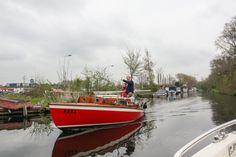 Freundlicher Gegenverkehr auf den Kanälen in Leiden Holland http://www.travelworldonline.de/traveller/leiden-holland-vom-boot-aus-kennenlernen/?utm_content=buffer3a68d&utm_medium=social&utm_source=pinterest.com&utm_campaign=buffer ... #trh15 #ontdeckleiden #leiden