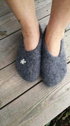 Ravelry: Annsofie's Felted Slippers pattern by Annsofie Petersson Felted Slippers Pattern, Ann Louise, Felt Shoes, Textiles, Slipper Socks, Knitting Accessories, Knitting Socks, Mittens, Ravelry