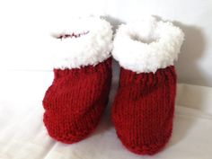 Red white acrylic yarn baby booties furry fluffy by PickleandPodge, £3.00