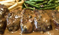 You can keep a secret, do not you? This pepper sauce, you can put it everywhere! Au Poivre Sauce, Steak Au Poivre, Sauce Recipes, Beef Recipes, Cooking Recipes, Recipies, Marinade Sauce, Homemade Seasonings, Appetizer Dips