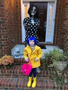 My 6 year old sister wanted to be Coraline for Halloween and for me to accompany her as the Other Mother. Here is our result! Tags: Other Mother 489 points, 16 comments. Coraline Halloween Costume, List Of Halloween Costumes, Couples Halloween, Mom Costumes, Halloween Cosplay, Halloween Kids, Halloween 2018, Costume Ideas, Coroline Costume