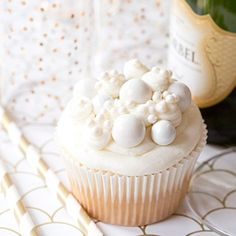 The perfect bubbly champagne cupcake for New Year's Eve festivities!