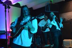 Einer kurzfristigen Einladung folgend haben Goblins Gift ein zweites Mal ein Konzert im Kulturzentrum Schmelze gegeben. Auch dieses Mal kamen die punkigen Celtic Rock Songs besonders gut an. Hier einige Fotos von Bandfotografin Gnomette de Jardin.  Die Band bedankt sich beim Publikum für die tatkräftige Mitarbeit, so machen Gigs Spaß! Man sieht sich am Samstag, dem 7.Juli in Stammersdorf.   #CelticRock #Goblinsgift #Live #Livegig #Livemusic #Rock #Schmelze Goblin, Rocks, Band, Live, Friends, Gardens, Pranks, Concert, Amigos