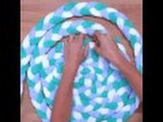 En este video os enseño como realizar esta maxi alfombra de trapillo redonda paso a paso. Ideal para reciclar esas bobinas de trapillo a medio terminar. Tené...