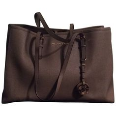 Pre-owned Michael Kors The Large Travel Brown Tote Bag ($180) ❤ liked on Polyvore featuring bags, brown, brown leather tote, tote handbags, leather laptop tote, leather laptop bag and michael kors bags
