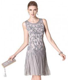 Vestido de fiesta corto en color plata con pedrería plata